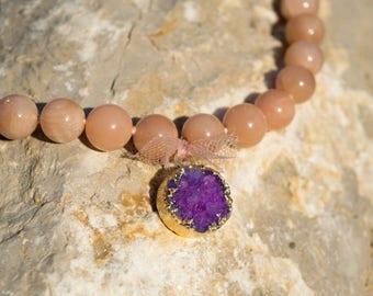 Beige labradorite stones necklace with purple amethyst gold plated, purple amethyst pendant