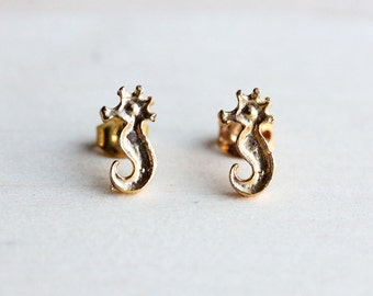 Seahorse Studs Gold