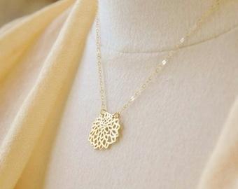 Gold Chrysanthemum Flower Necklace- Mum Flower Necklace, Dainty Gold Necklace, Nature Inspired Necklace, Minimal Gold Necklace, Botanical