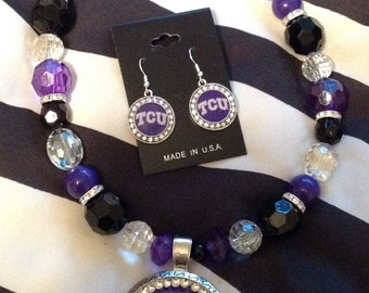 TCU Horned FrogsBeaded NECKLACE and/or Bracelet with Magnetic Pendant