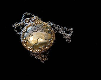 Vintage Kitsch Gold-Filled Round Locket