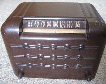 Bakelite Vintage Tube Radio (Make Unknown).!!!