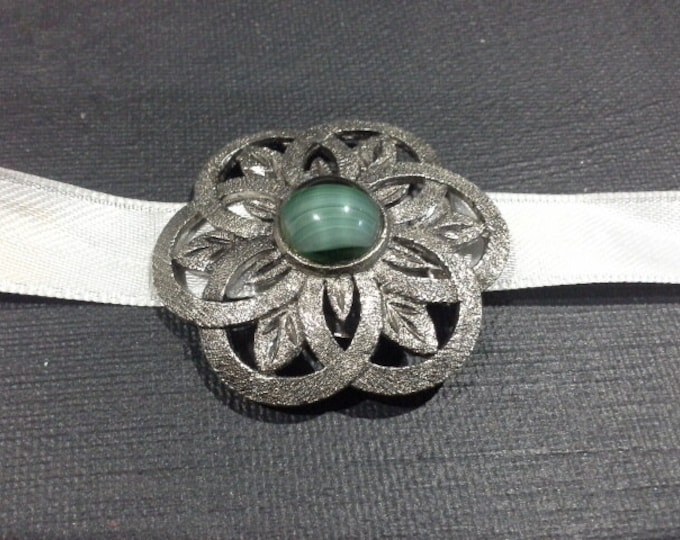 Art Deco Modernist Silver Pewter Flower Dress Scarf Choker Clip with Malachite Green Glass Cabochon Centre Stamped SR-928