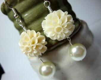 Ivory Flower & Pearl Earrings