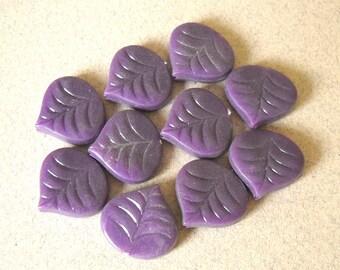 Purple Leaf Beads, Vintage Plastic Leaf, Leaf Bead Pendant, Retro Leaf Charm Bead, Detailed  Leaf Beads, Acrylic Leaf Beads, 10