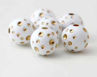 Vintage White Gold Polka Dot Dimpled Round Lucite Beads 18mm (4)