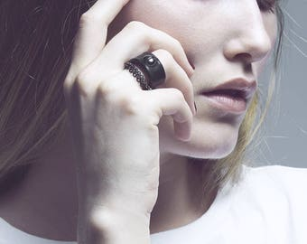 Leather Ring in black leather and anthracite hématite bead and chains / BOURGEON