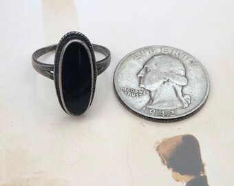 Vintage Sterling and Onyx Ring -- size 8 1/4