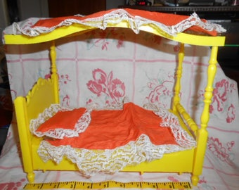 Vintage Topper Dawn Amsco Toys Dawn's Apartment Dollhouse Furniture - Canopy Bed