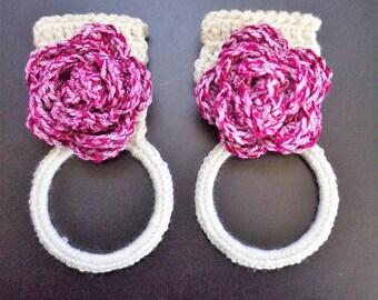 flower kitchen towel holder, towel ring, towel holders, towel rings, kitchen decor, bathroom decor, wash cloth holder, crochet towel holder
