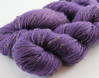 Skein of yarn hand - dyed Fingering - superwash Merino Wool and Nylon NEP. - 100 g / 400 m - purple