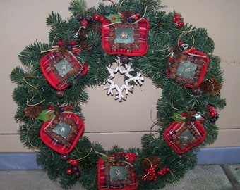 Country Christmas wreath with plaid ornaments