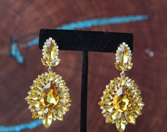 yellow rhinestone earrings, yellow crystal earrings, yellow prom earrings, yellow pageant earrings, rhinestone chandelier earrings