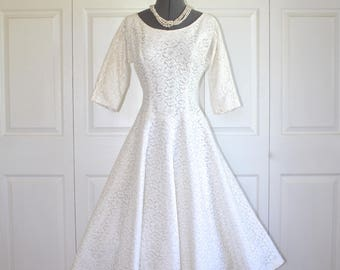 1950s Lace Party Dress . Vintage 50s Ivory White Chantilly Lace Wedding Dress . JONATHAN LOGAN Formal Evening Prom Dress . Size Small