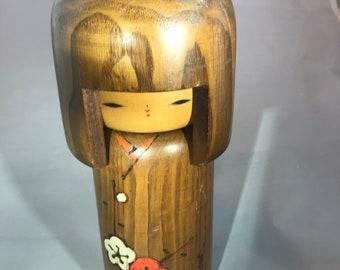 Poupée kokeshi japonaise en bois art populaire signée