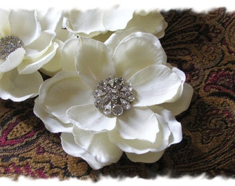 Wedding Hair Flower, Ivory Magnolia Bridal Hair Flower Clip, Floral Bridal Hair Comb, Wedding Headpiece Flower, Wedding Hair Piece, No. 202I