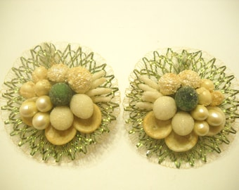 Vintage & Gorgeous Shell Clip Earrings (5484) Western Germany