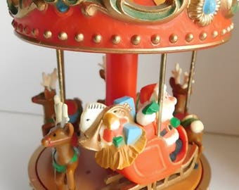 Vintage Hallmark Musical Christmas Carousel Santa Claus is Coming To Town w/Box