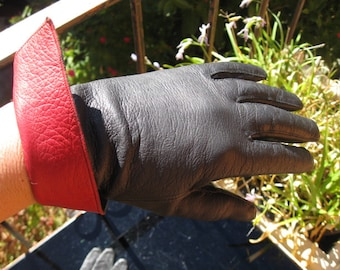 1950s black leather gloves with splash of deep red fold over
