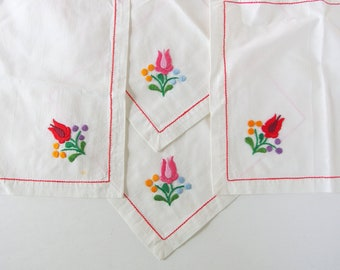 4 Vintage Tea Napkins with Hand Embroidered Tulips, Luncheon Napkins