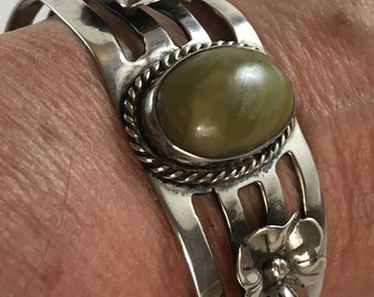 Vintage Mexican Silver Cuff Braclet with Green Agate stone and flowers
