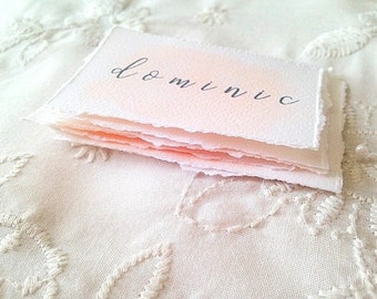 Aquarelle place cartes, cartes de place de mariage rose, à la main de papeterie de mariage peint, mariage personnalisé nom de cartes, cartes d'escorte