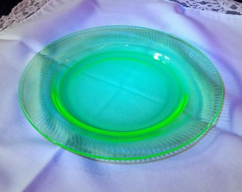 green Vaseline uranium glass small swirl 8 inch plate