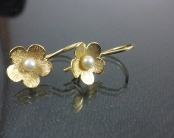 14k solid gold Earrings Pearl gold earrings Flower earrings Classic gold earrings Floral dangle earrings Organic textured earrings