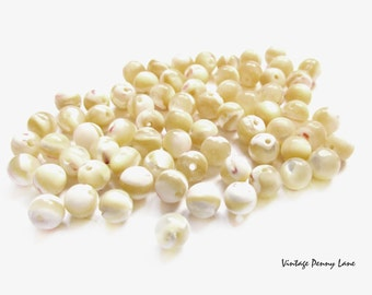 Vintage Mother of Pearl Shell Beads / Round, 4mm