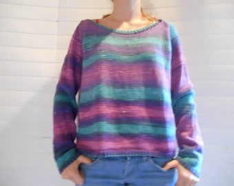 pure cotton short and loose-fitting sweater.