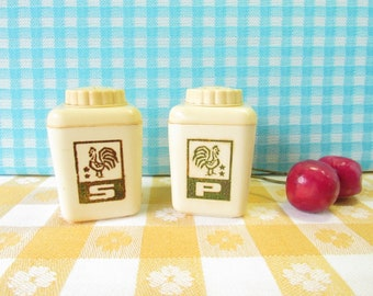 Lustro Ware Salt & Pepper Shakers - Roosters - Hard Plastic - Petite Size - Kitsch Kitchen - Mid Century Vintage 1950's