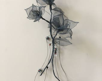Three roses and a vase wall decor. Wire and mesh art. Wire and mesh sculpture. 100% Handmade. Wire and Mesh Rose. Wire and Mesh Vase. 3D