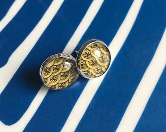 Yellow wave pattern cabochon earrings- 12mm