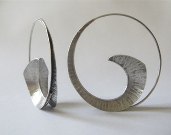 silver hoop earrings, hammered texture, fold form, hand made designer jewelry, anticlastic jewelry, sculptural earrings,