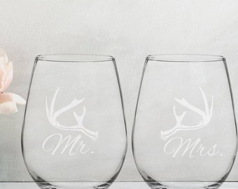 Mr and Mrs Wine Glasses | Wedding Gifts | Newlywed Gift | Personalized Wine Glasses | Housewarming Gift | Gifts for Couple | Wife | Husband