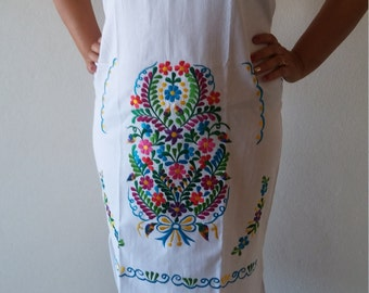 Embroidery Mexican Dress, Mexican White dress, Oaxacan Embroidered Dress,  Folk embroidered flower,
