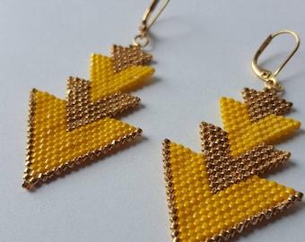 Boucles d'oreille tissées à l'aiguille, perles Miyuki jaune et doré