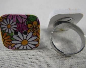 Bague045 - Bague bouton carré en bois fleurs multicolores