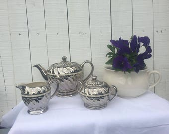 Vintage Sadler Teapot, creamer and sugar bowl with lid/china/teaset/cups and saucer/