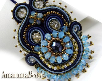 Ciondolo soutache, pendente soutache nei colori blu , azzurro, collana handmade ricamata  collezione gioielli soutache