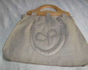 bag has linen 42/32 rounded on the bottom with gusset