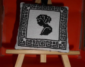 Hand embroidered Lavender sachet - woman silhouette in a frame