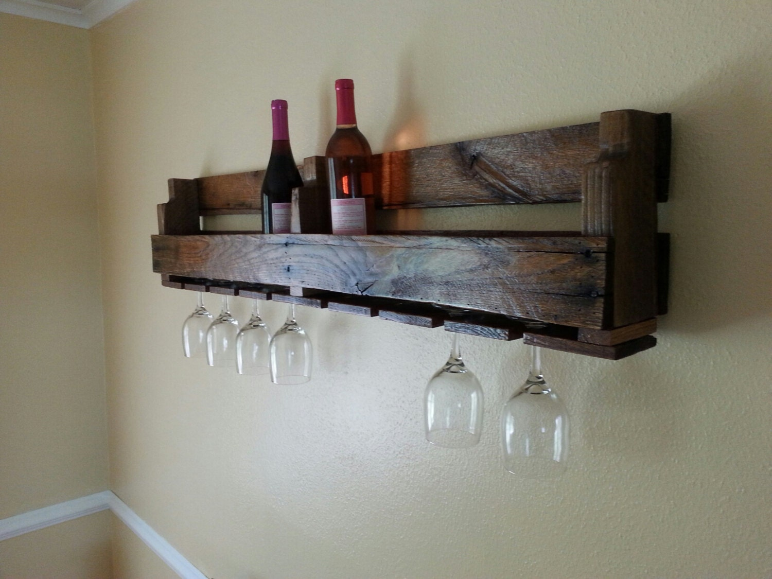 palette wine rack avec porte verre vin. Black Bedroom Furniture Sets. Home Design Ideas
