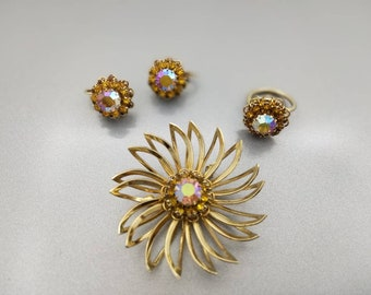 Sarah Coventry Canada Ring  Brooch and Clip Earrings Gold tone Starburst