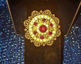 vintage brooch / crystal rhinestone / gold filigree / red rhinestones / rhinestone brooch / old fashioned / costume jewelry / antique
