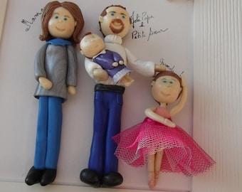 Grand cadre avec personnages en porcelaine froide sur commande.A poser ou à accrocher, modelé main avec amour.