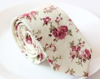 White Floral Skinny Tie | floral tie | flower tie | skinny tie | wedding tie | wedding ideas | ideas | groom | floral skinny tie