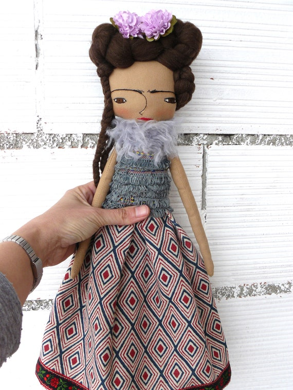 Frida Kahlo cloth doll. New more stylized model. 16,5 inches. Frida nº 13 2018 series.