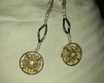 Timeless gold pendulum earrings