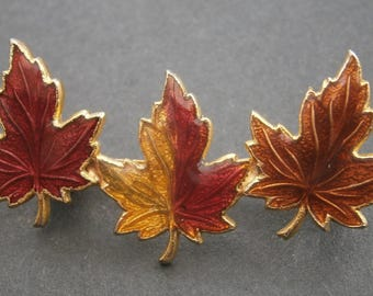 D68) A lovely vintage gold tone metal red enamel Canada maple leaf autumn leafs bar brooch
